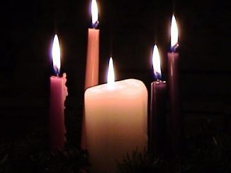 5 lit candles for Christmas Eve
